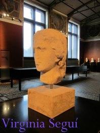 Busto compartido con el poeta griego Alkaios